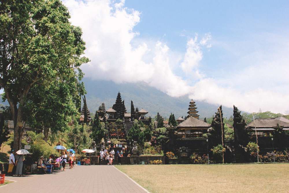 Besakih-temple-onmywayblog.jpg
