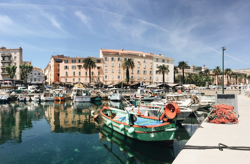ajaccio-vieux-port.JPG