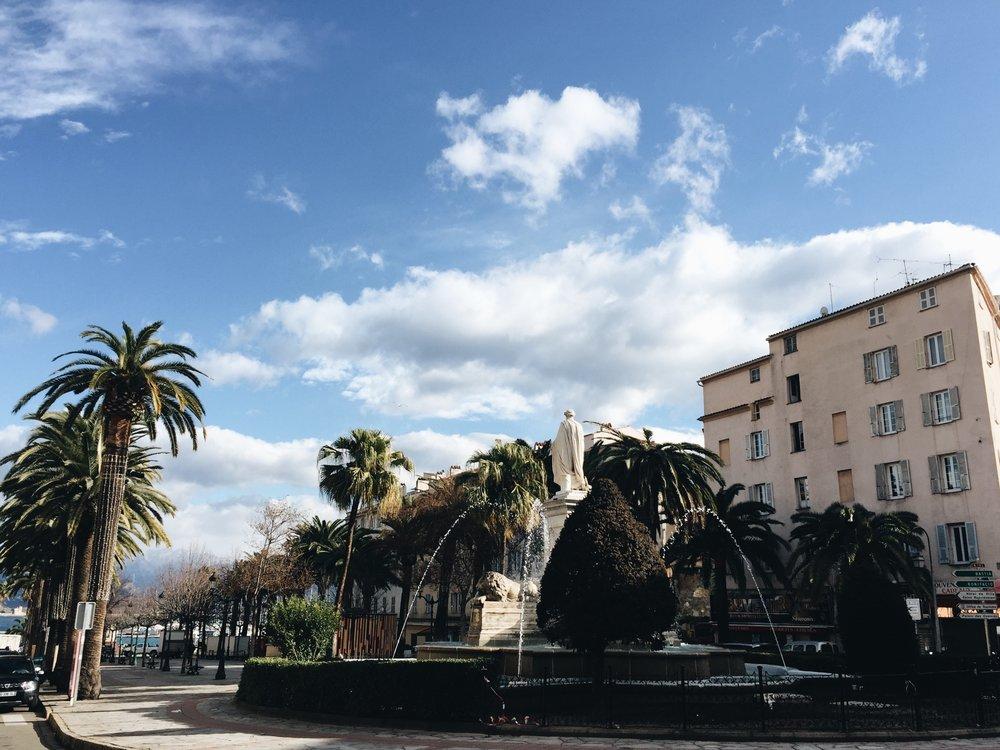 Place-foch-ajaccio-palmiers.JPG