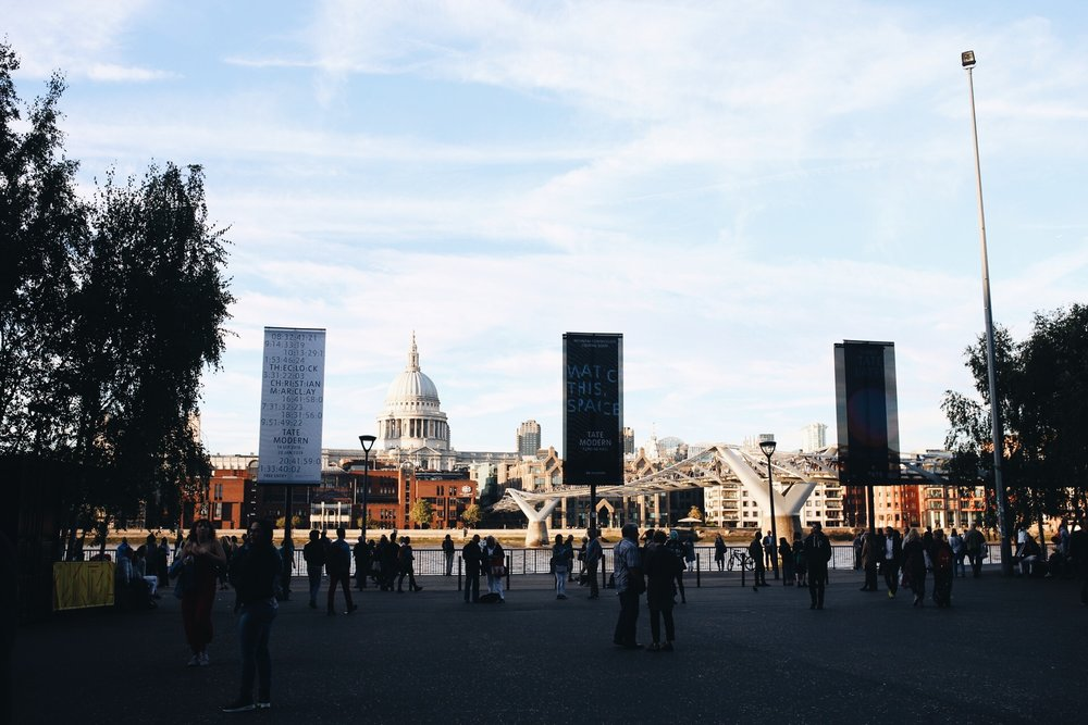 Tate-modern-river-thames-millenium-bridge.JPG