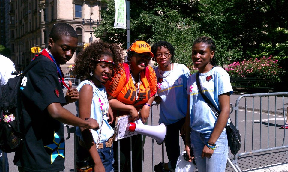 Safe Teens Acting Responsibly (STAR) hanging out with DCS Outreach Specialist and AIDS Walk volunteer, Kareylynne