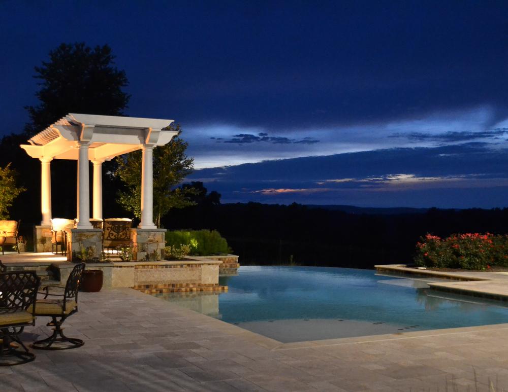 Aldie Residence Infinity Pool & Pergola