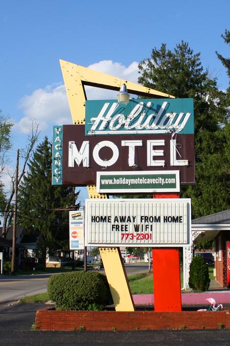 Holiday Hotel Cave City Kentucky