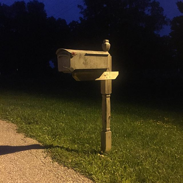 Highway 9, Decorah IA ⭐️⭐️⭐️ I promise it's not fake #mailboxreview