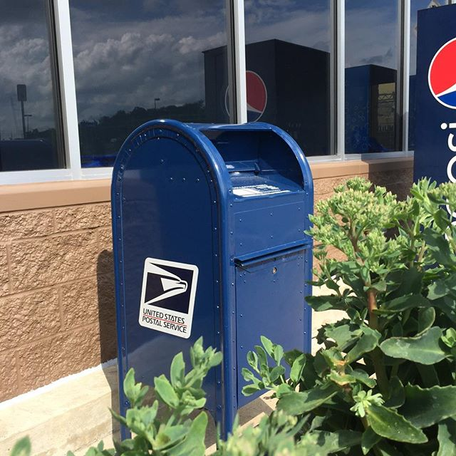 Found a classic blue mailbox hiding among the vending machines! Decorah, IA ⭐️⭐️⭐️#mailboxreview