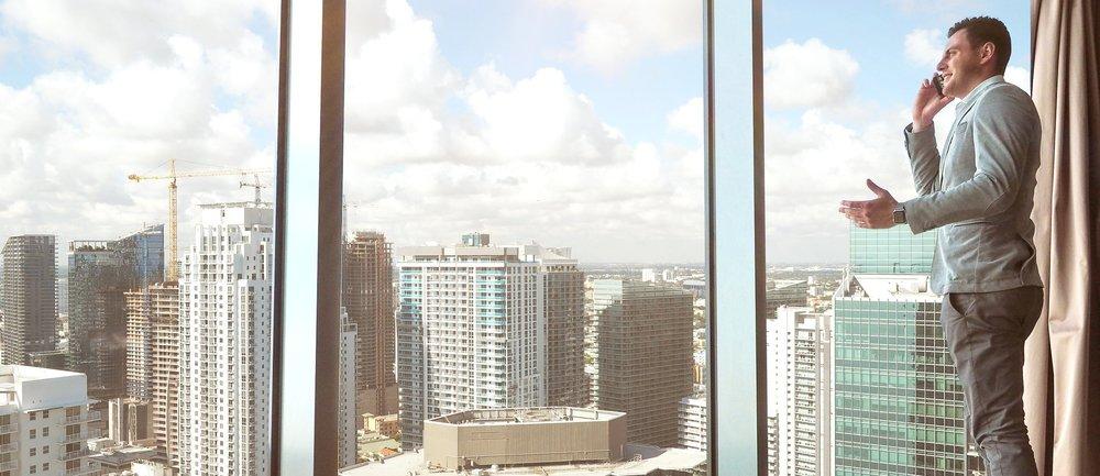 boss-buildings-businessman-561458.jpg