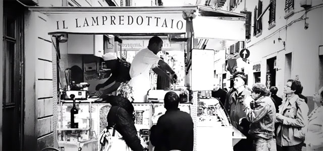 Food stand in the streets of Florence. Image from turismo.intoscana.it