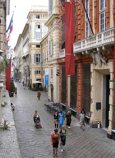 The lovely Via Garibaldi - image by Andrzej Otrębski