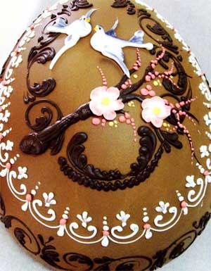 Egg with fine Italian chocolate and handmade decorations - image from lucianopignataro.it