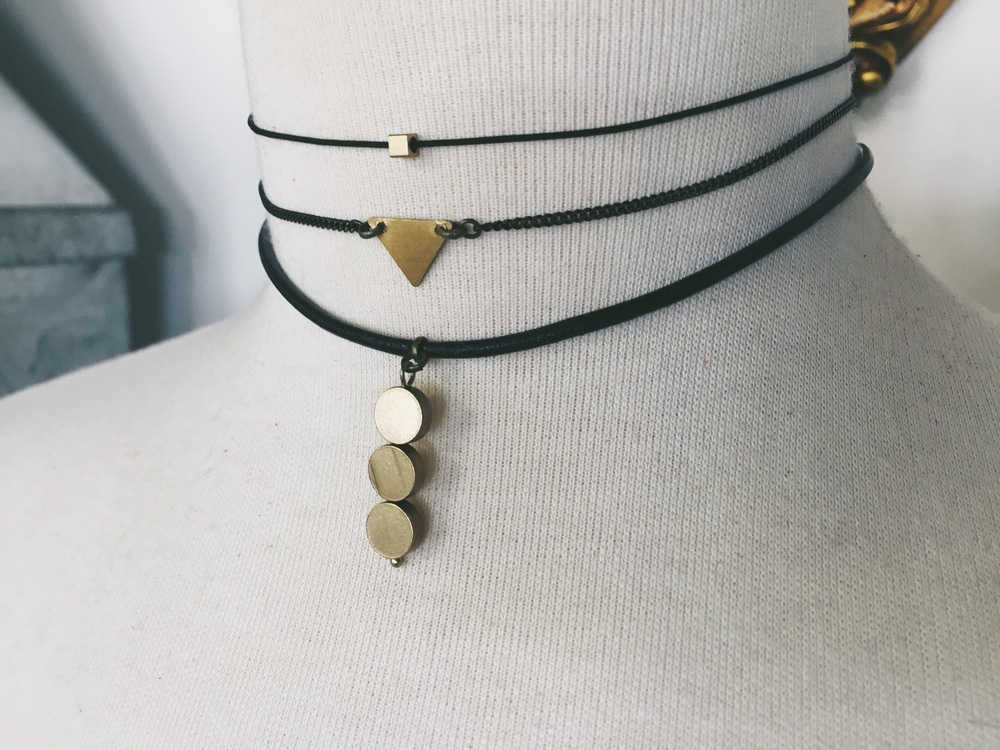 You can NEVER go wrong with simple designs using black and gold.