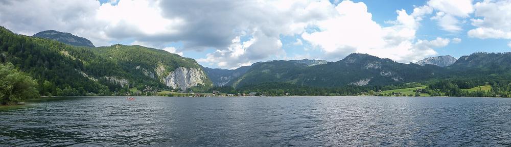 Automatisches Panorama - mit deutlich sichtbaren Helligkeitsunterschieden (im Wasser/Himmel)
