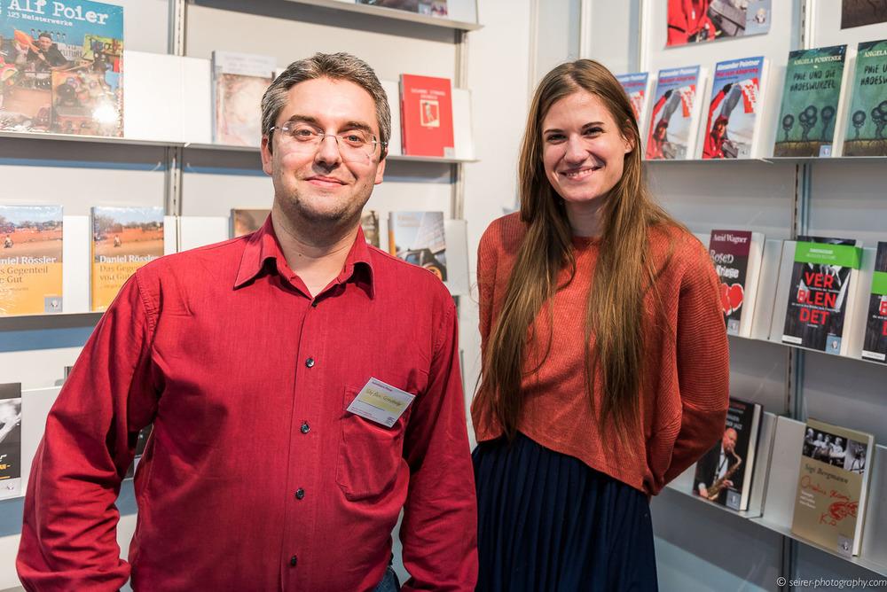 Stefan Cernohuby mit Laura Seifert vom Seifert Verlag