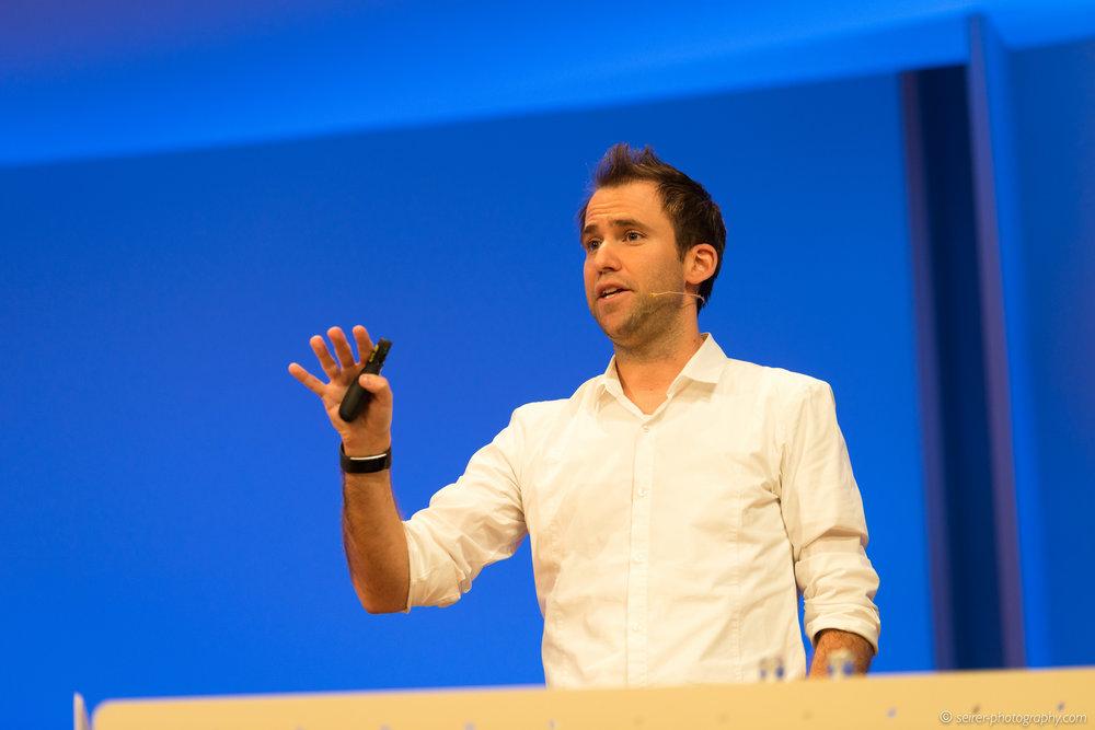 Thomas Maurer von der itnetX in einem seiner Vorträge
