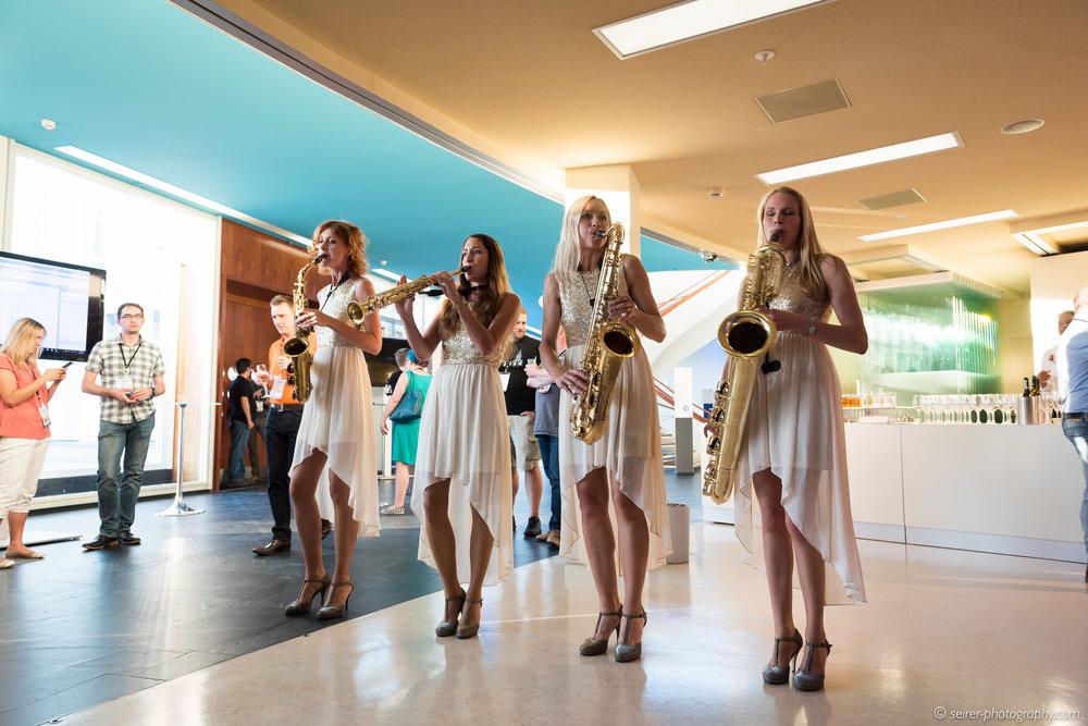 """Der """"Hot Sax Club"""" schaffte mit vier Saxophonen für ordentlich Stimmung"""