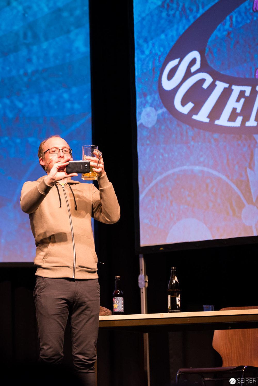 Dr. Florian Freistetter beim obligatorischen Bier-Selfie