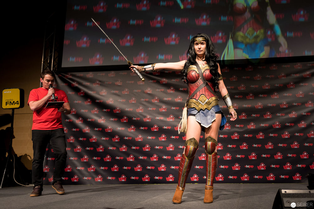 Wonder Woman from Batman vs Superman / Armor Cosplay: Miss Marvelous