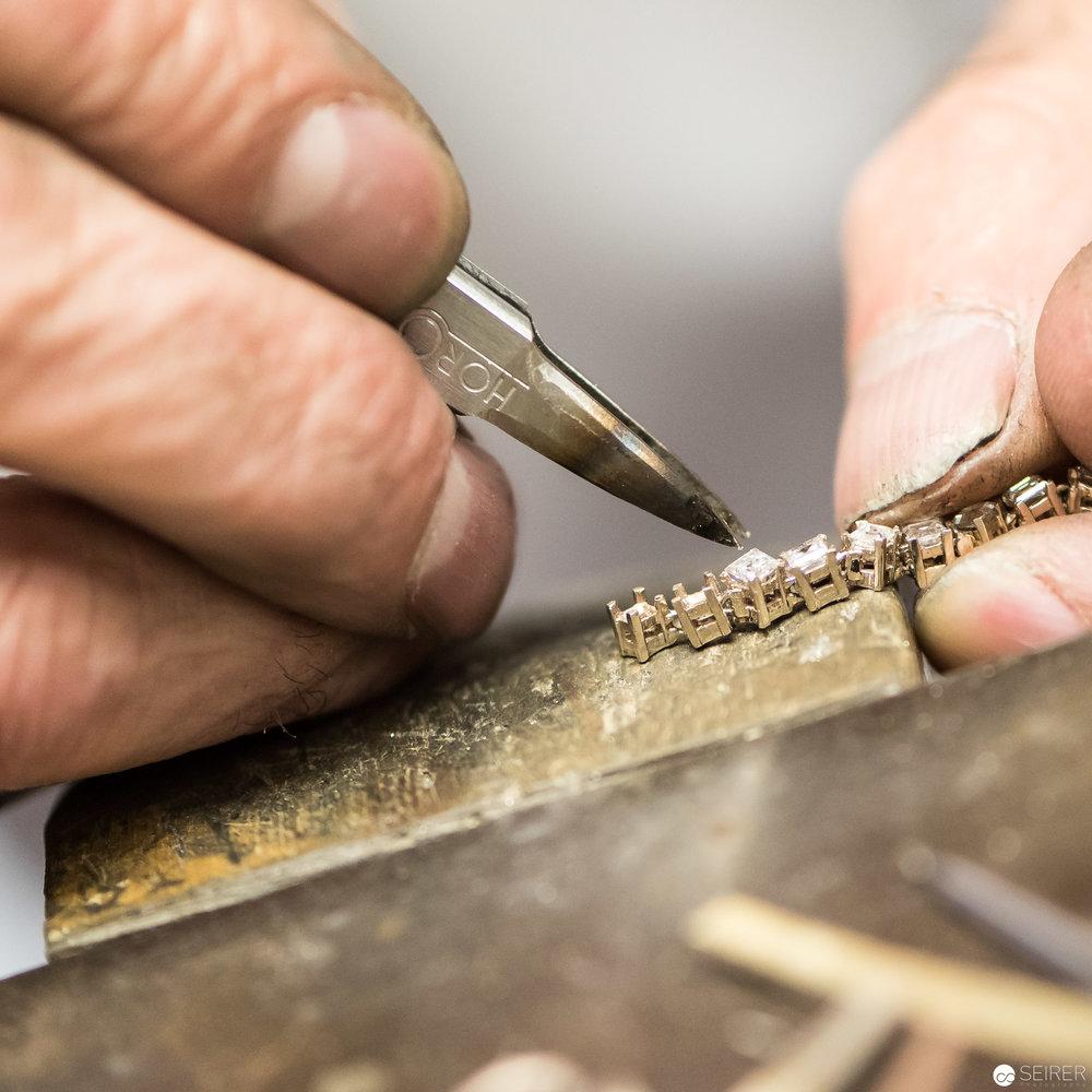 Filigrane Handarbeit mit viel Geduld - Goldschmied im Dorotheum