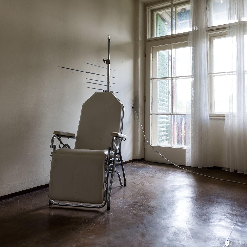 Gruselige Requisiten im Kurhaus Semmering