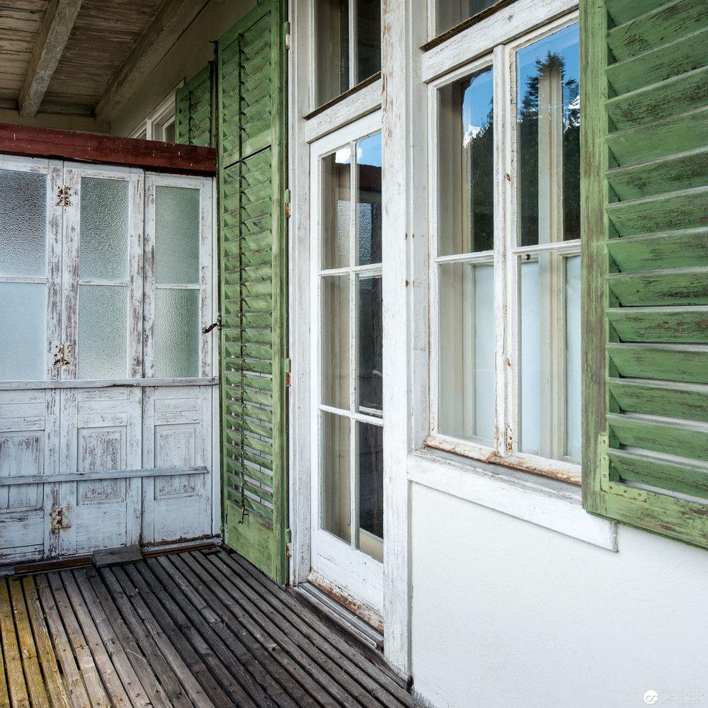Verfallener Balkon im Kurhaus Semmering