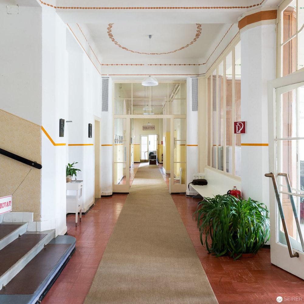 Renovierter Eingangsbereich im Kurhaus Semmering