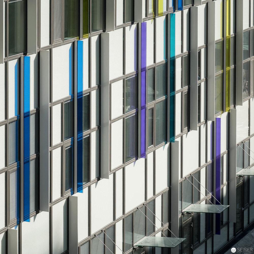 Farbliche Akzente der Fassade Krankenhaus Nord