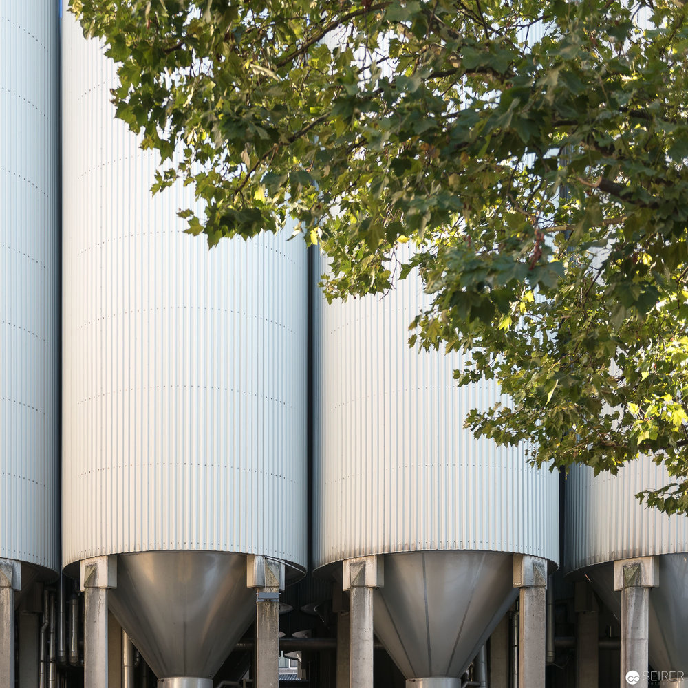Einge der 54 Tanks für die Ottakringer Brauerei