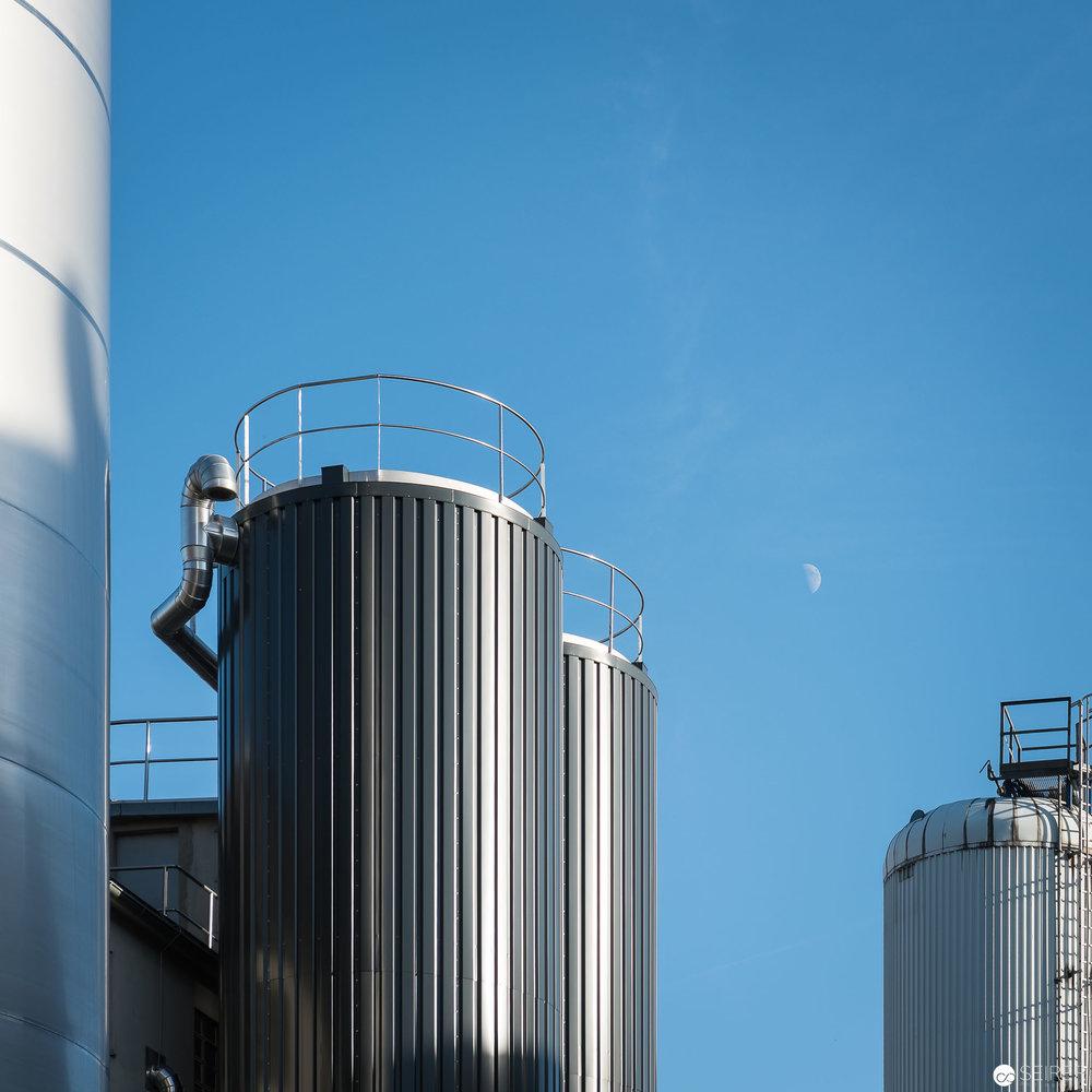 Einige der 54 Tanks der Ottakringer Brauerei