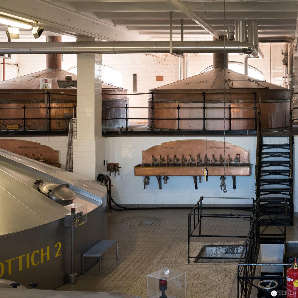 Einige der alten Kupfertanks sind immer noch in Betrieb - Ottakringer Brauerei