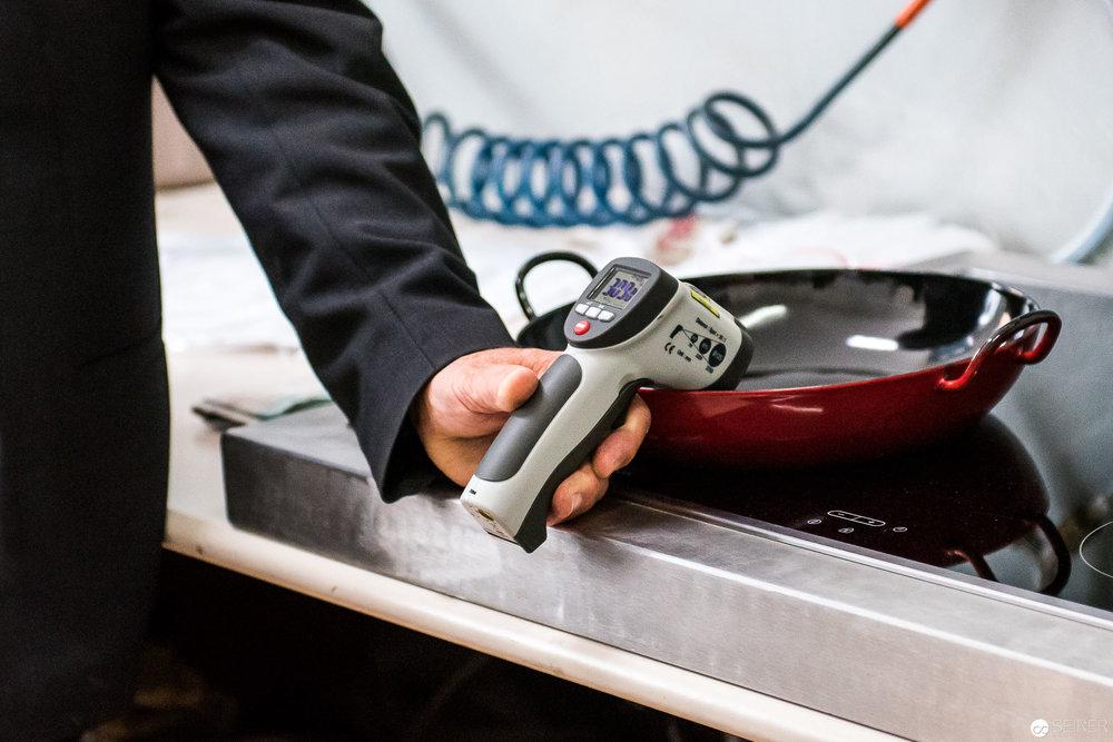 Pfannen werden binnen einer Minute auf 450 Grad Celsius erhitzt!