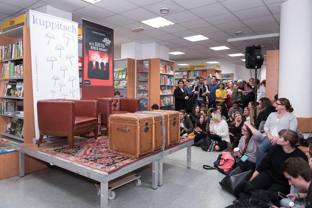 """Thomas Brezina präsentiert sein neues Knickerbockerbande Buch """"Alte Geister ruhen unsanft"""""""