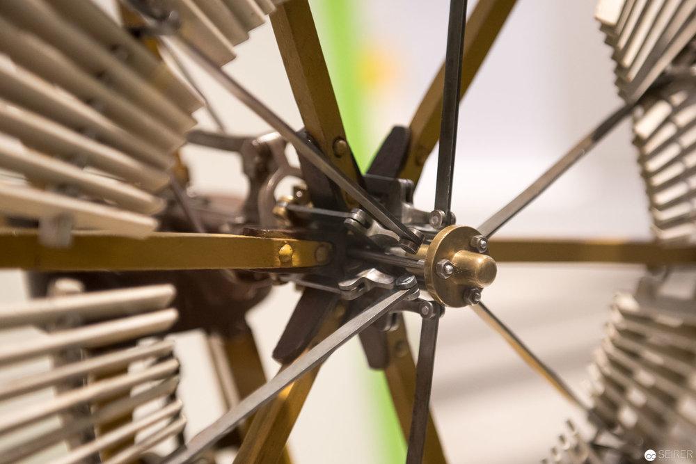Ein Windrad, das sich bei Sturm selbst zusammenklappt