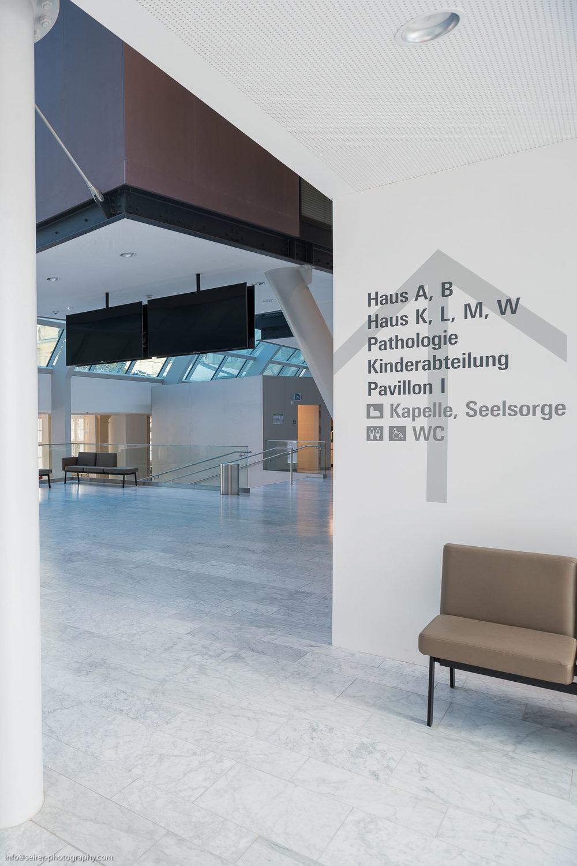 Eingangshalle des Hauses C der Universitätsklinik St. Pölten