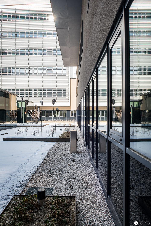 Innenhof, Haus C,Universitätsklinik St. Pölten