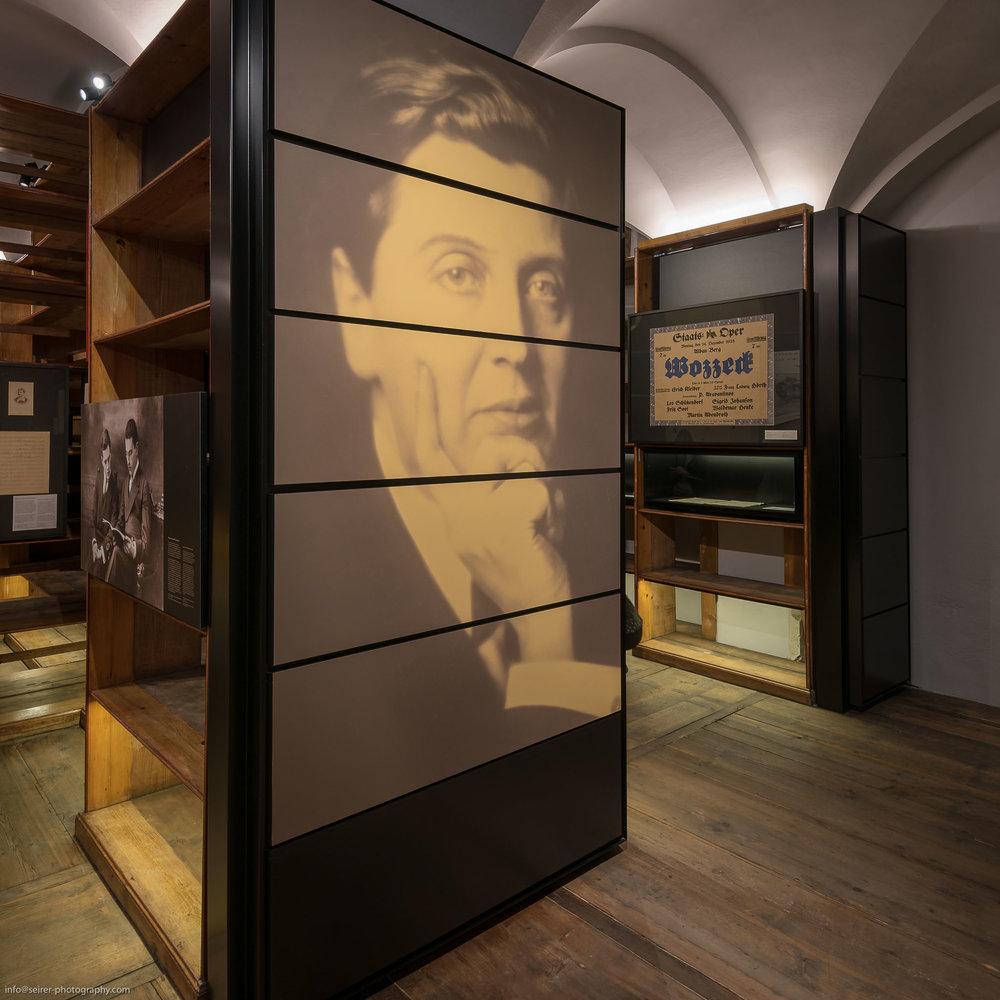 """Sonderausstellung """"Berg, Wittgenstein, Zuckerkandl"""" im Literaturmuseum"""