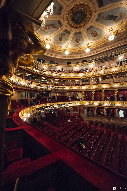 Blick von einer Loge in den Zuschauerraum im Theater an der Wien