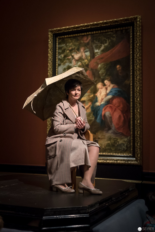 """Katharina Stemberger in """"Augenschmaus der Speckfalte"""" von Eva Menasse - Ganymed Nature"""