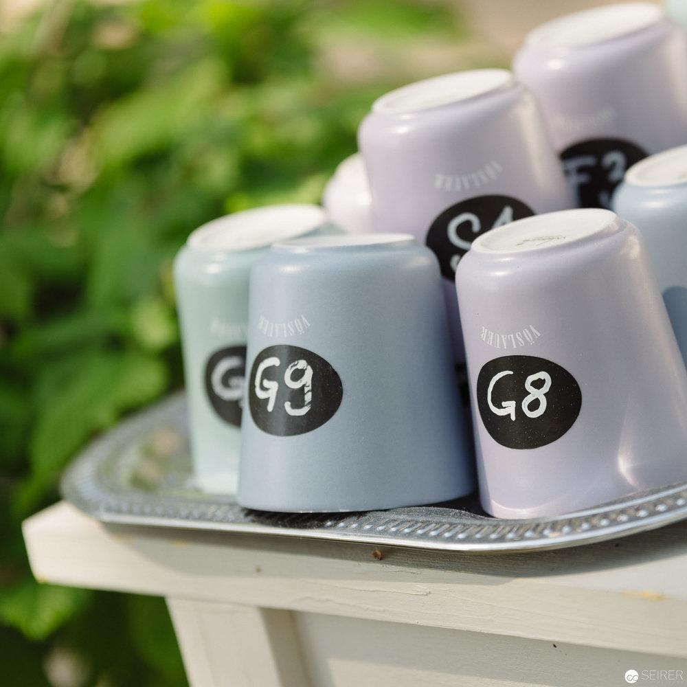 Kaffeetassen aus der eigenen Kollektion