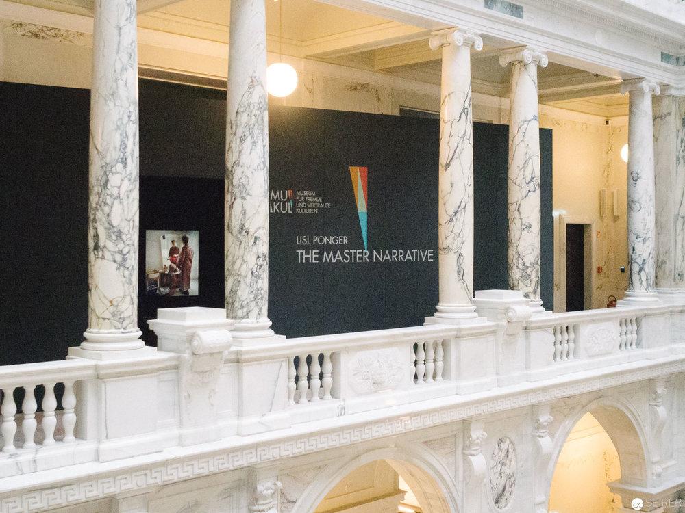 """""""The Master Narrative"""" Ausstellung von Lisl Ponger im Weltmuseum Wien"""