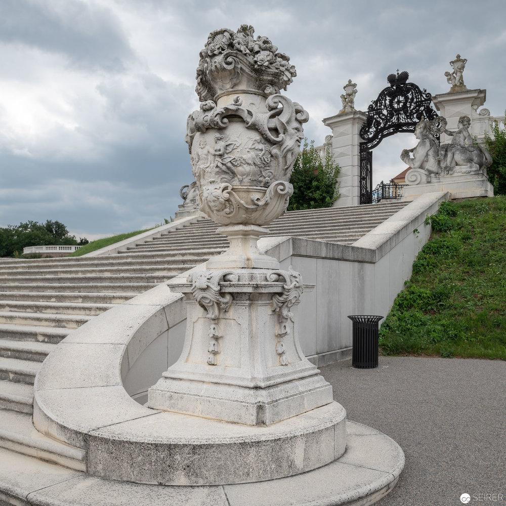 Stiege zur Brunnengrotte, Schloss Hof