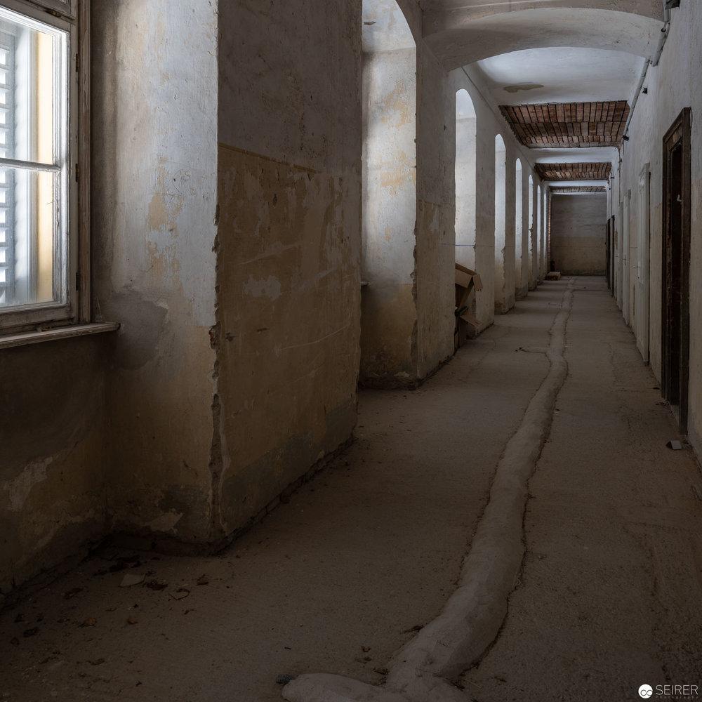 Das oberste Stockwert in Schloss Hof ist nicht renoviert und birgt einen eigenartigen Charme.