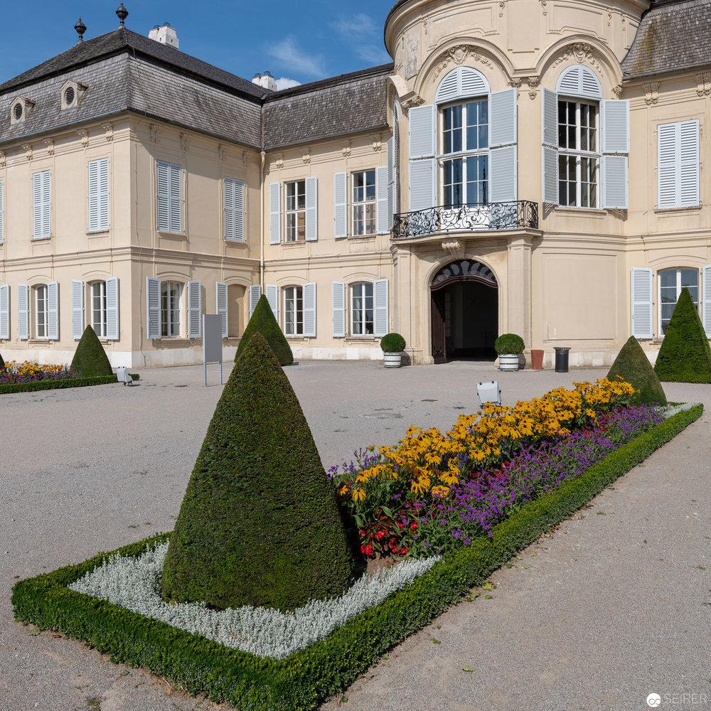 Ansicht Eingang/Westen Schloss Niederweiden