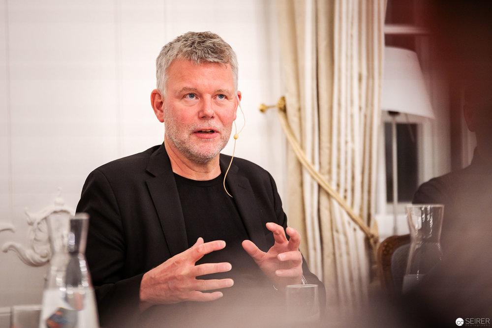 Arne Dahl bei der Lesung in der Schwedischen Botschaft