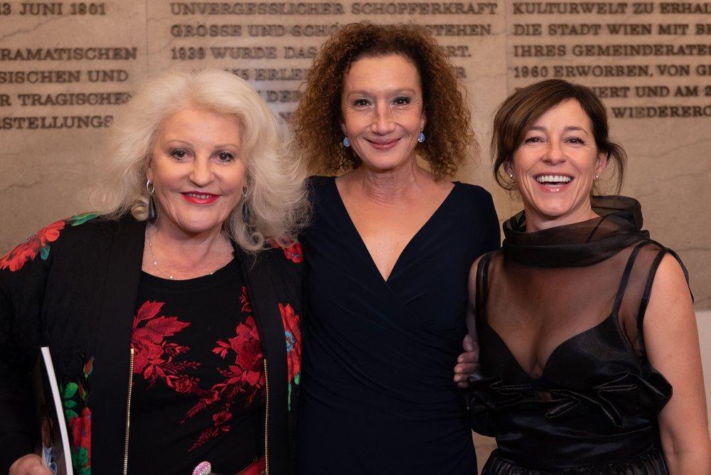 Konstanze Breitebner, Julia Cencig - Nestroy Verleihung 2018