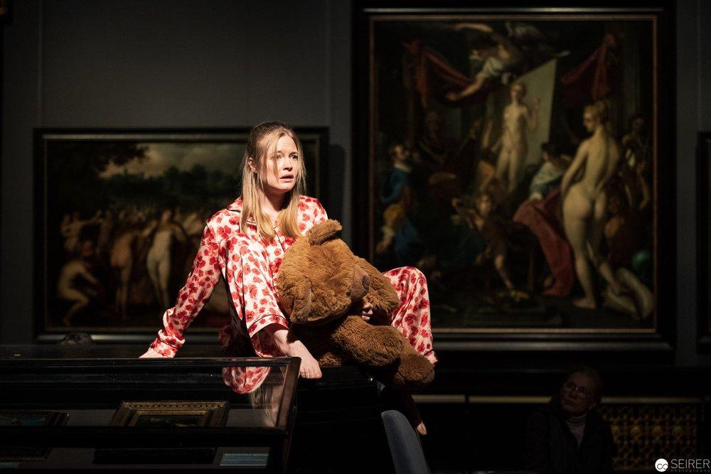 Frigide, Lize Spit über Salome mit dem Haupt Johannes des Täufers von Joseph Heintz, es spielt Johanna Prosl