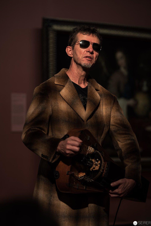 blind love, über Blinder Drehleierspieler von Francisco de Herrera, es spielt Matthias Loibner