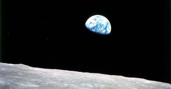 750px-Earth-moon-e1354561167800.jpg