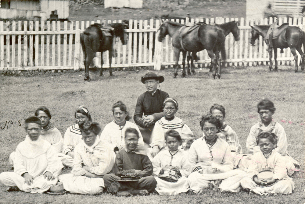 Father Damien with girls at the settlement.