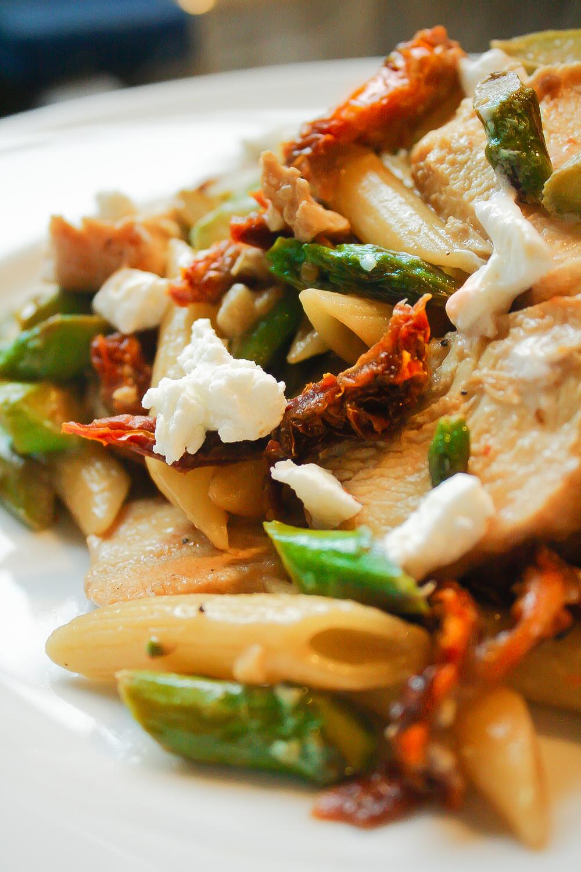 recipe: chicken asparagus sun dried tomatoes pesto [36]