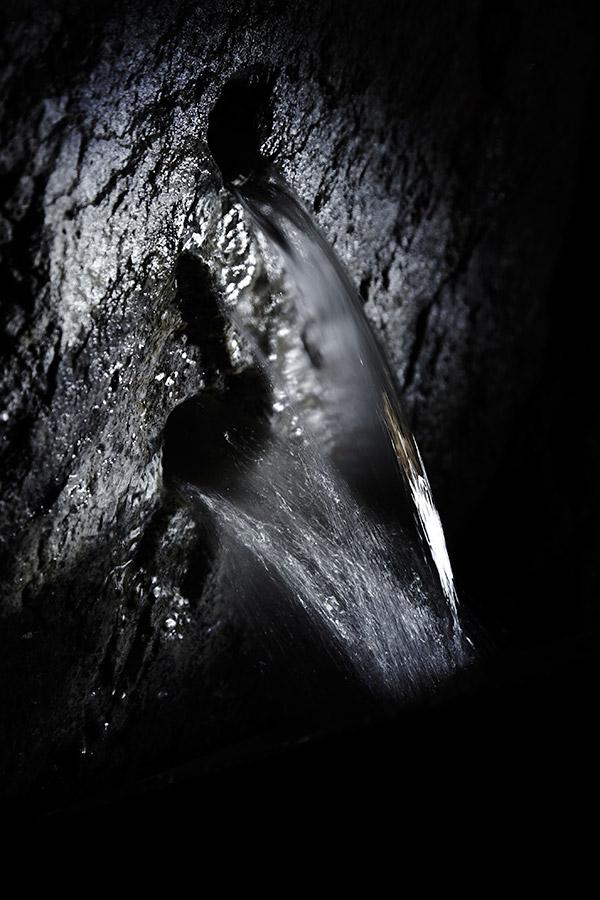 長石で磨かれたクリアな超軟水