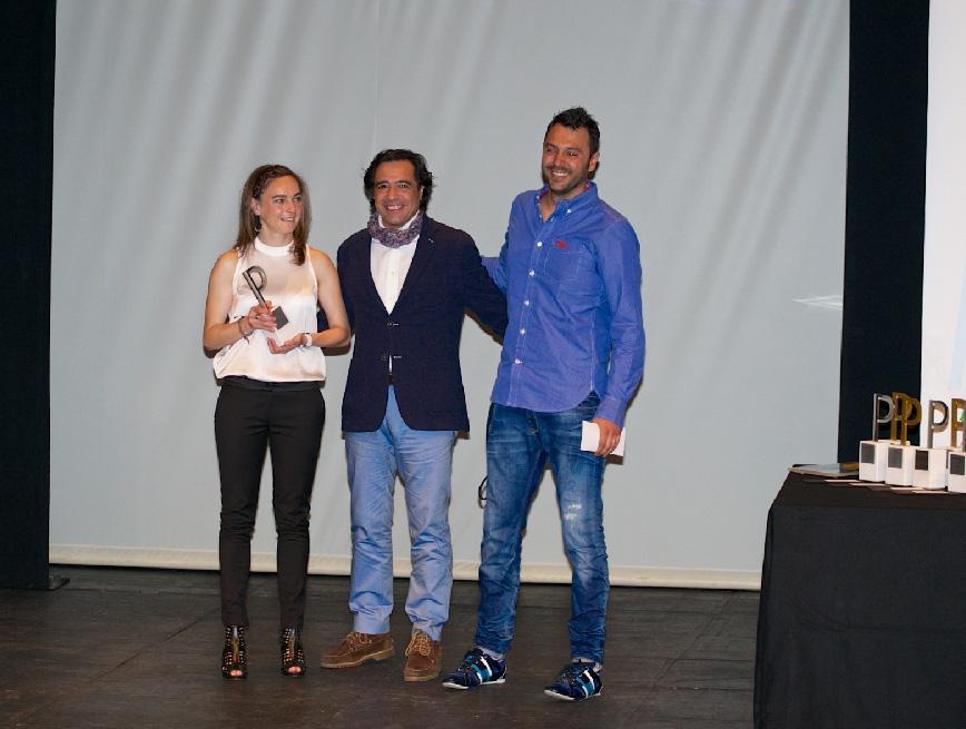 Recibiendo el premio junto con Ana Mª Hernández de manos del director del periódico El Norte de Castilla.